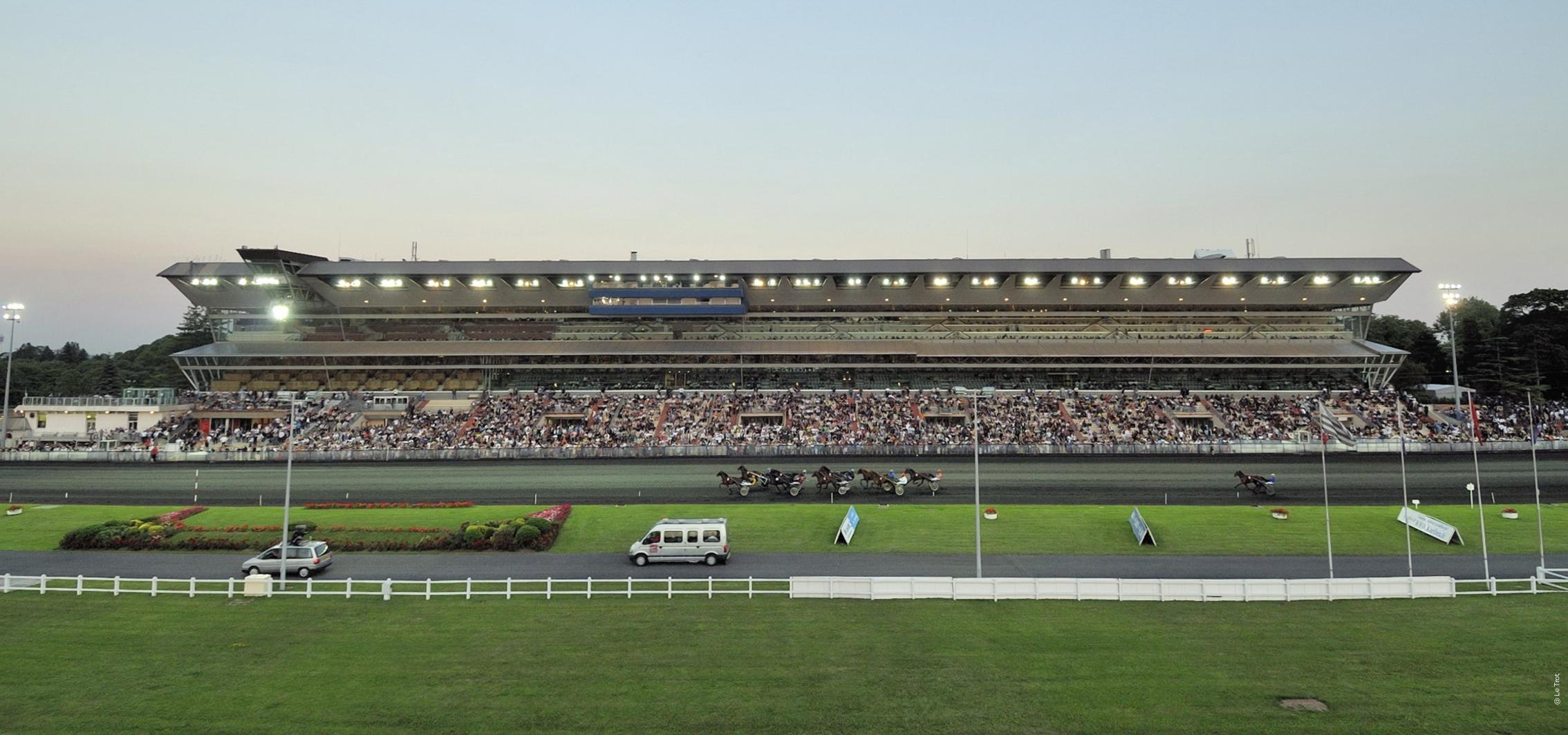 Vincennes Hippodrome de Paris Identité logo cheval course piste coeur